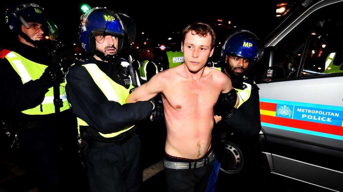 Policie na Million Mask March v Londýně zadržela několik osob