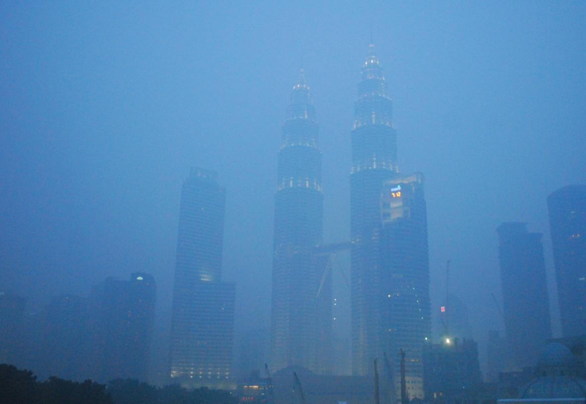 Kouř zahalil Malajsii