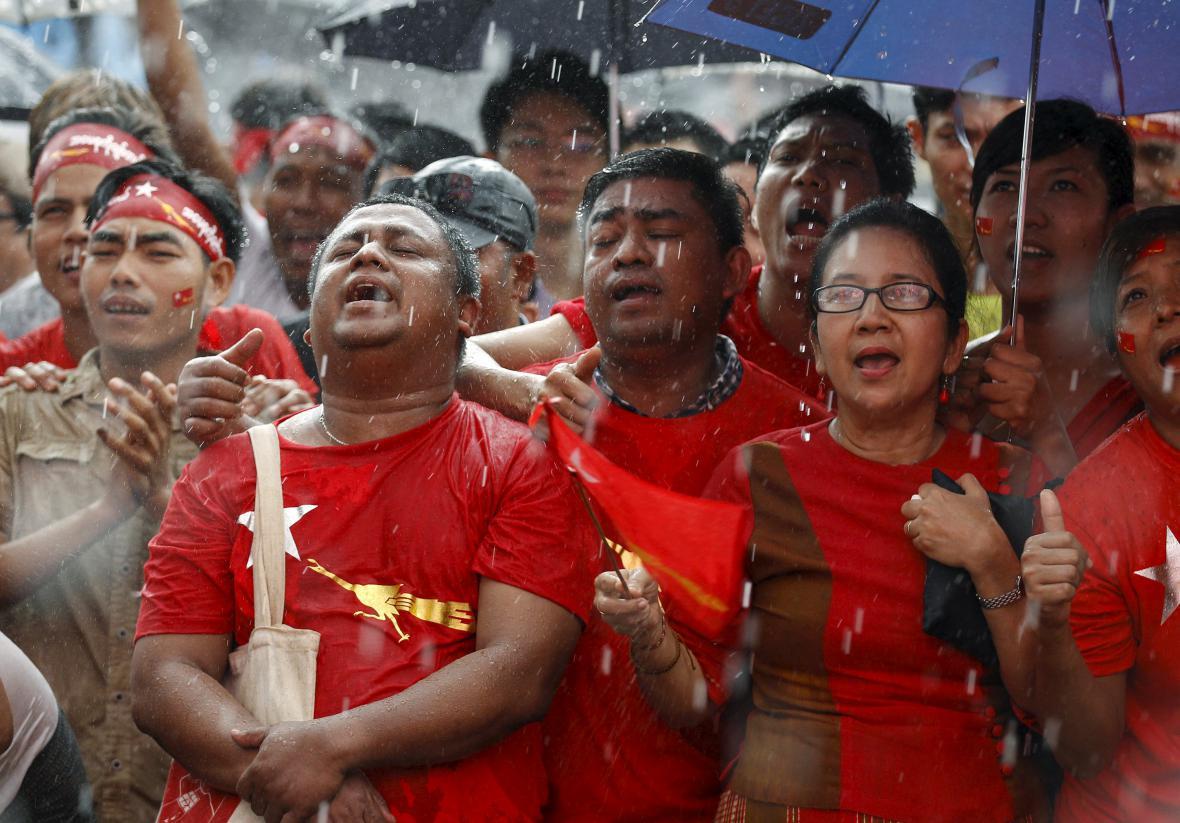 Stoupenci NLD čekají na výsledky voleb