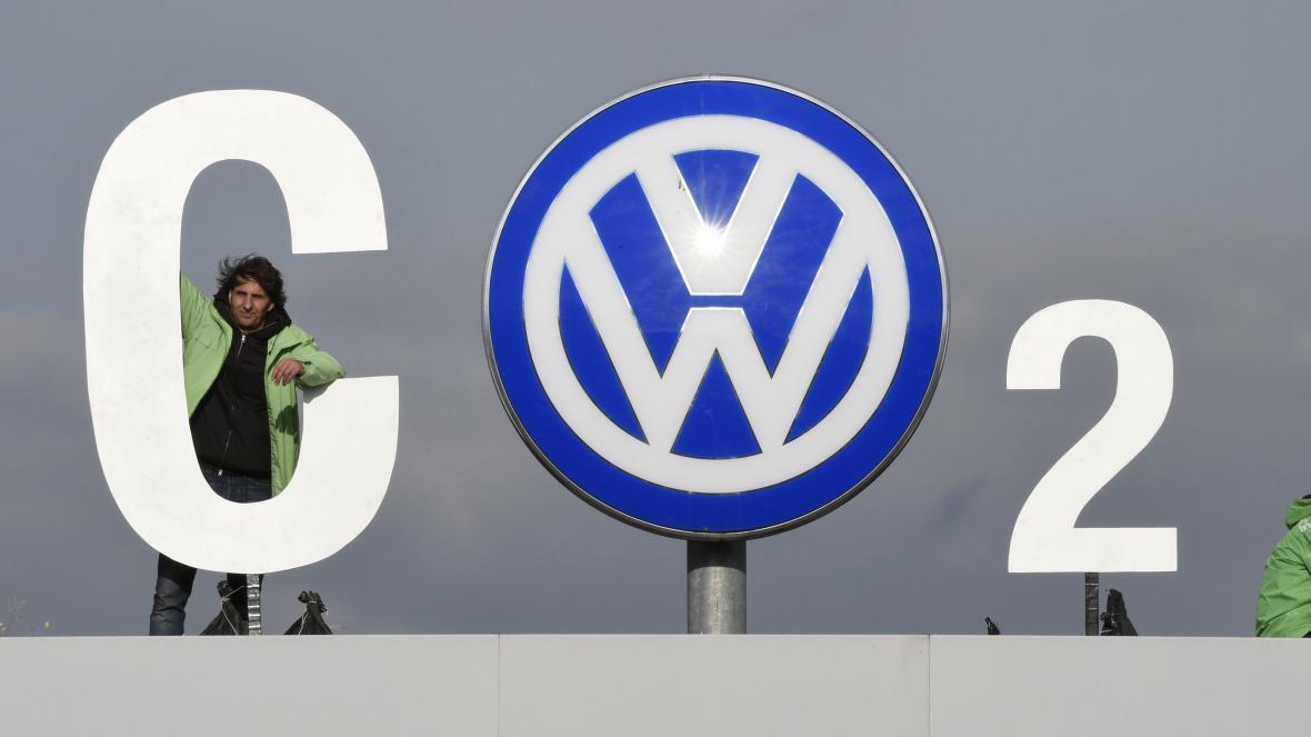 Protest Greenpeace na střeše centrály Volkswagenu