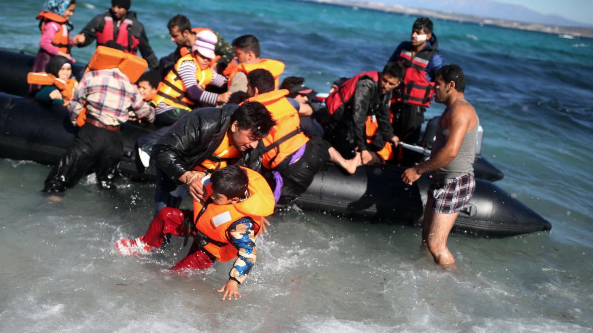 Uprchlíci mířící z Turecka na řecké ostrovy