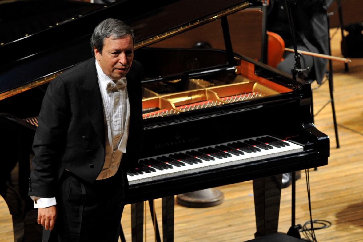 Dirigent a klavírista  Murray Perahia