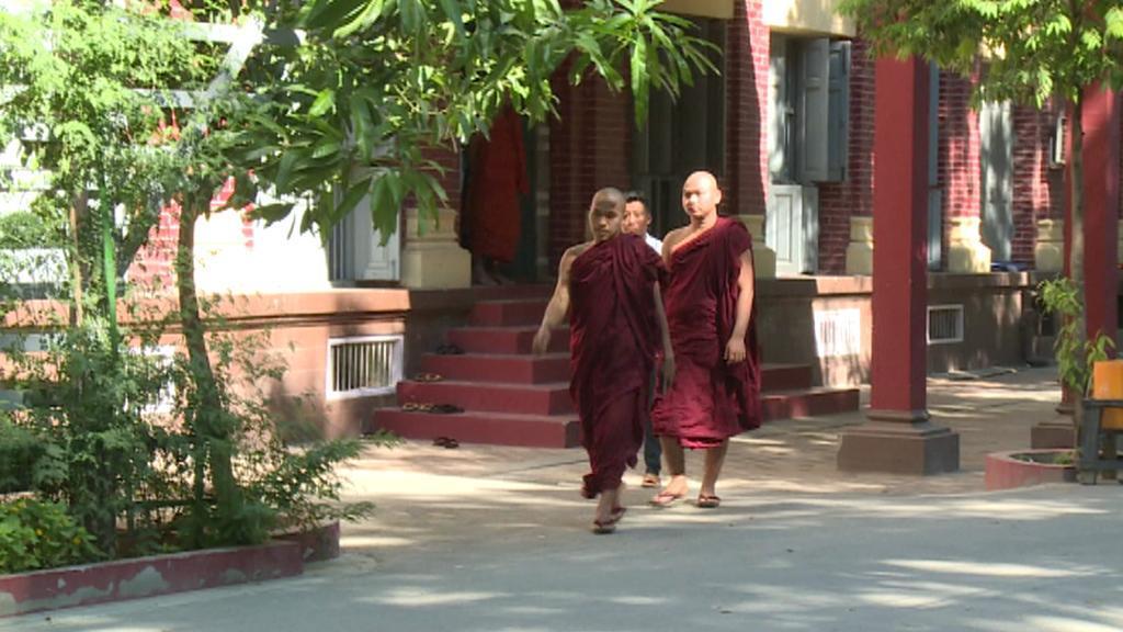 Buddhističtí mniši v Barmě