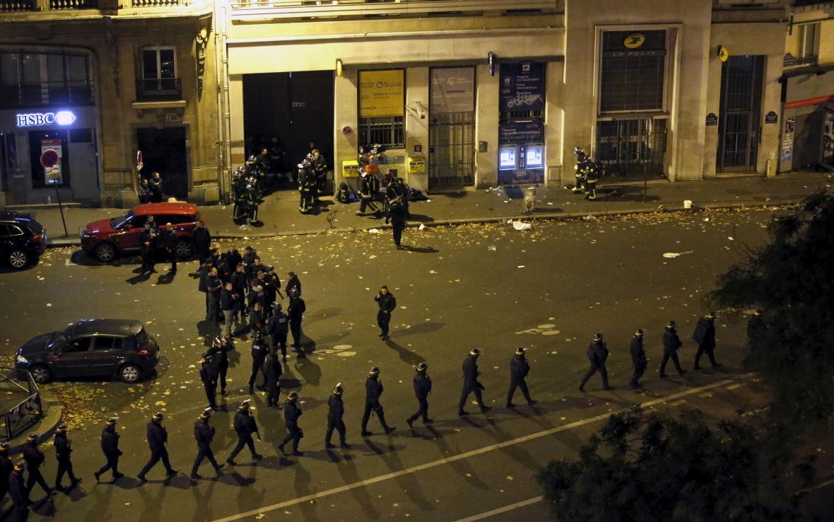 Policejní jednotky v ulicích Paříže