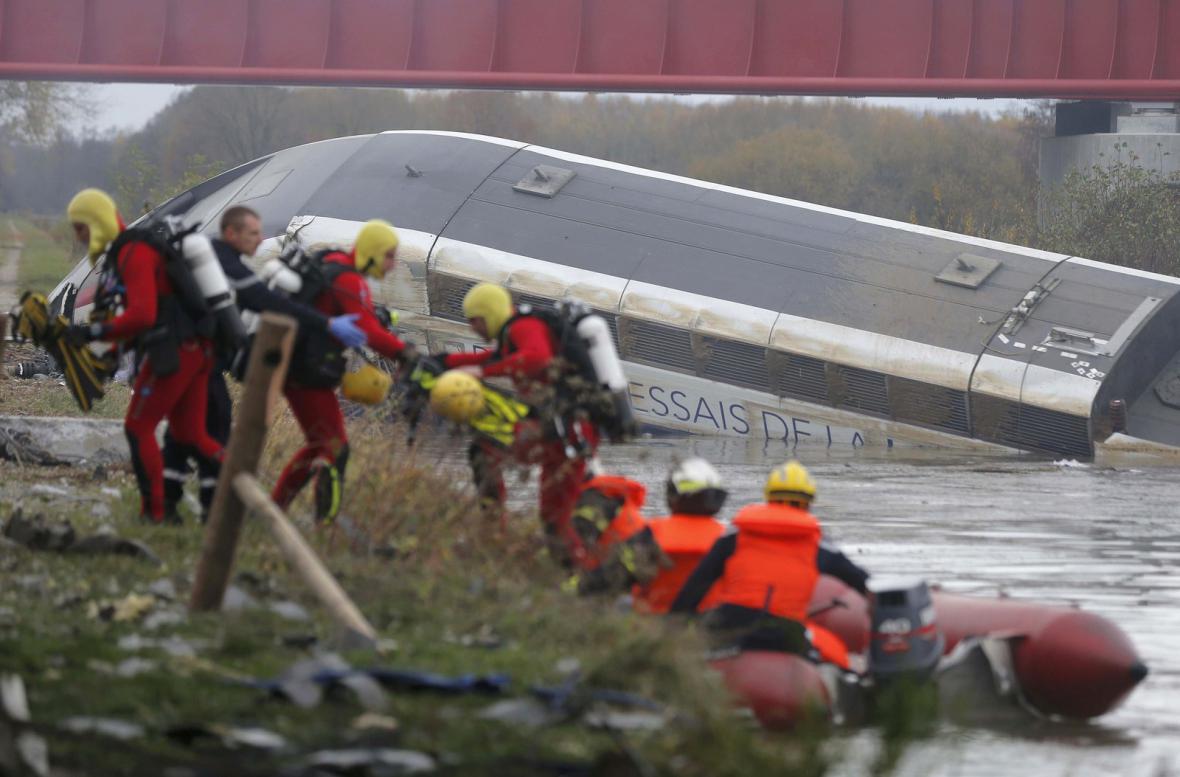 Vykolejený vlak TGV