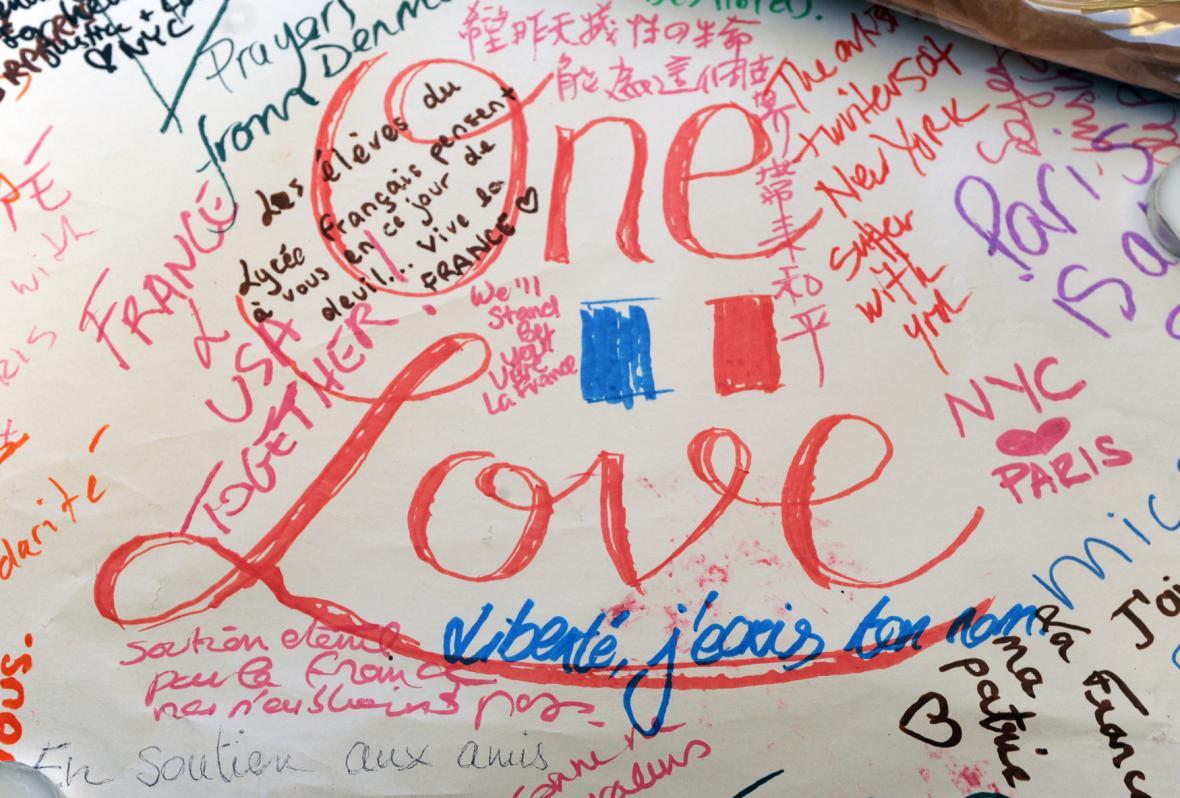 Vzkazy pro Francouze zasažené útoky