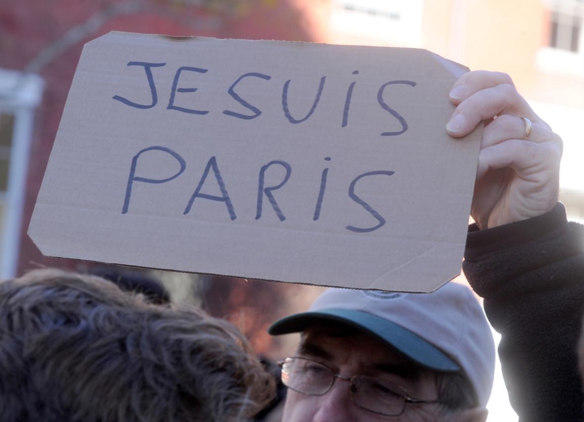 Lidé vyjadřují solidaritu s Francií