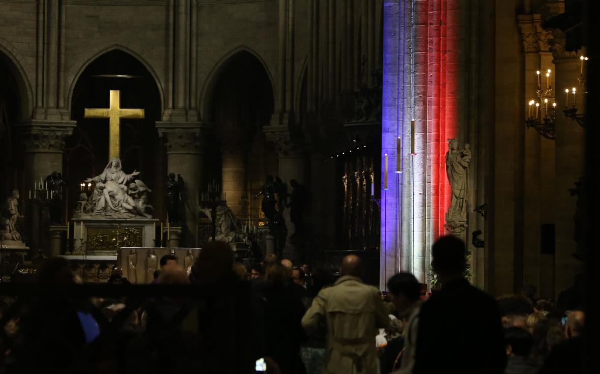 Zádušní mše v Notre Dame za oběti teroristických útoků