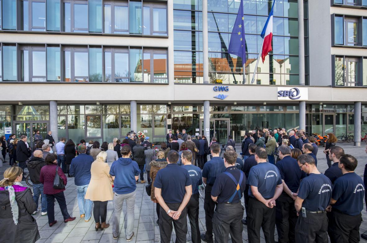 Minuta ticha před francouzským konzulátem v Mnichově