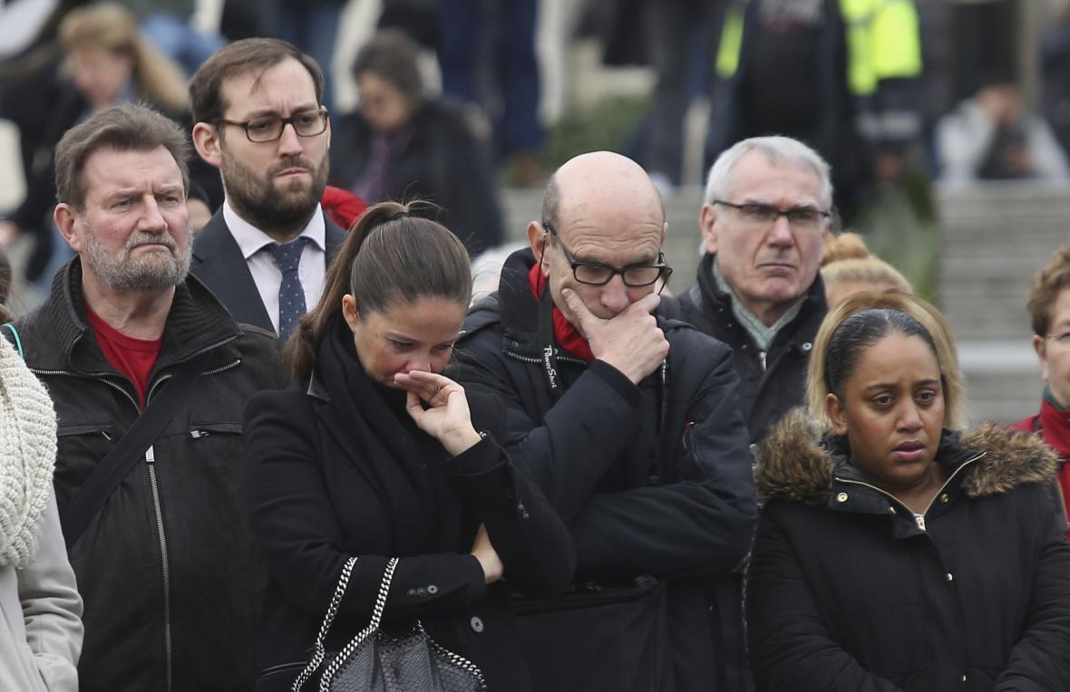 Minuta ticha na Trafalgarském náměstí v Londýně