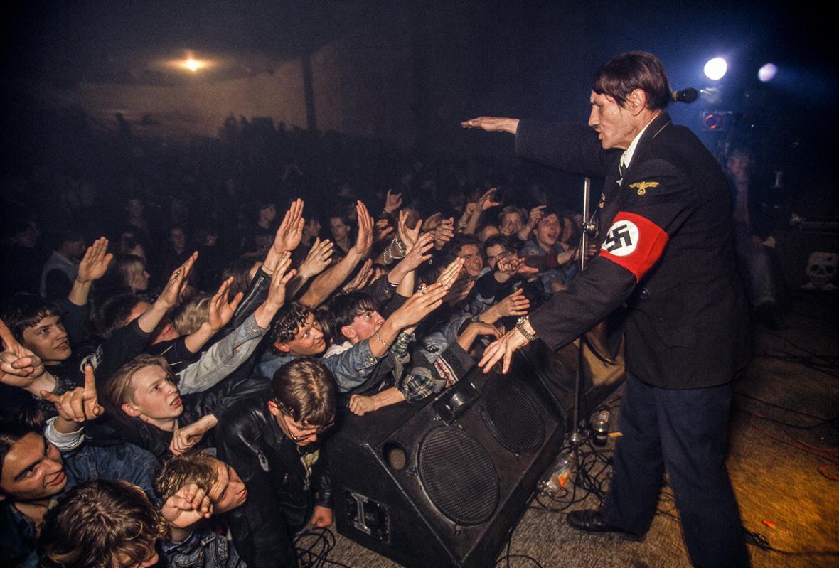 Hans-Jürgen Burkard / Nástup pravicového extremismu (1992)