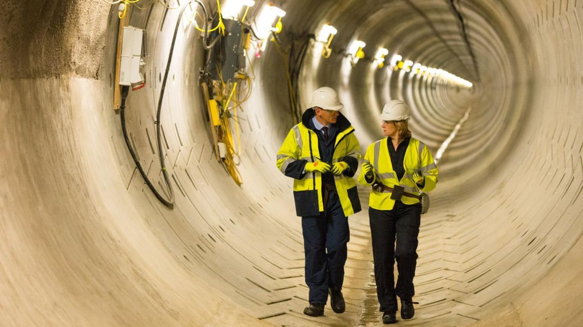 Ministryně Amber Ruddová při návštěvě provozovatele rozvodné sítě National Grid