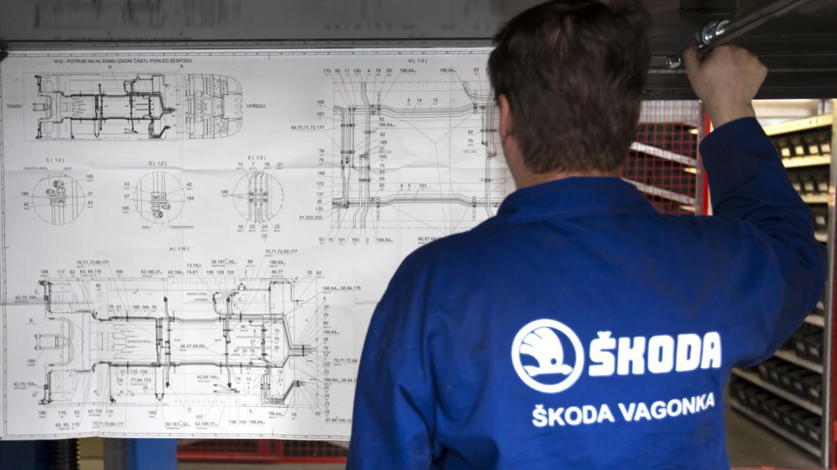 Výrobní hala ostravského závodu Škoda Transportation, kde se montují nové vozy