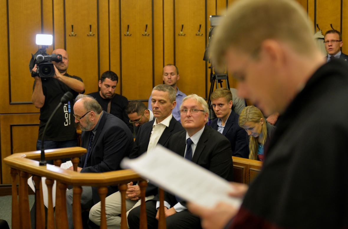 Státní zástupce čte obžalobu v kauze privatizace OKD