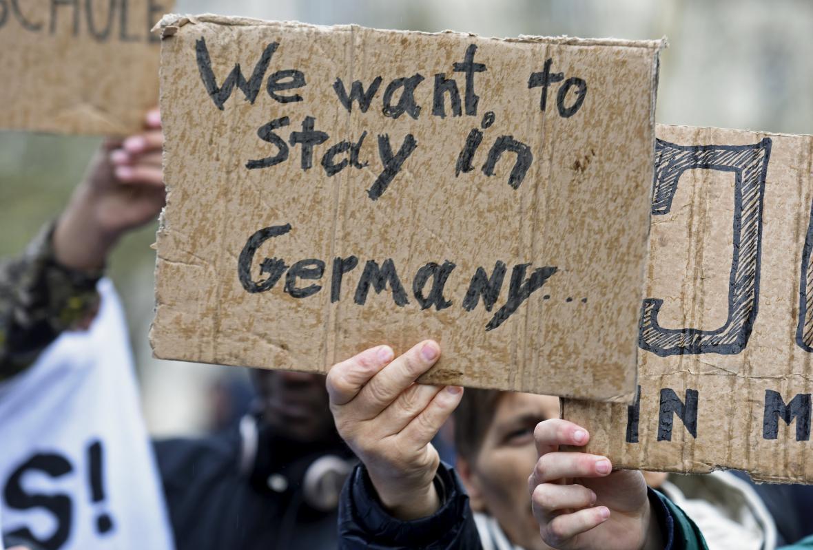 Demonstrace na podporu migrantů v Hamburku