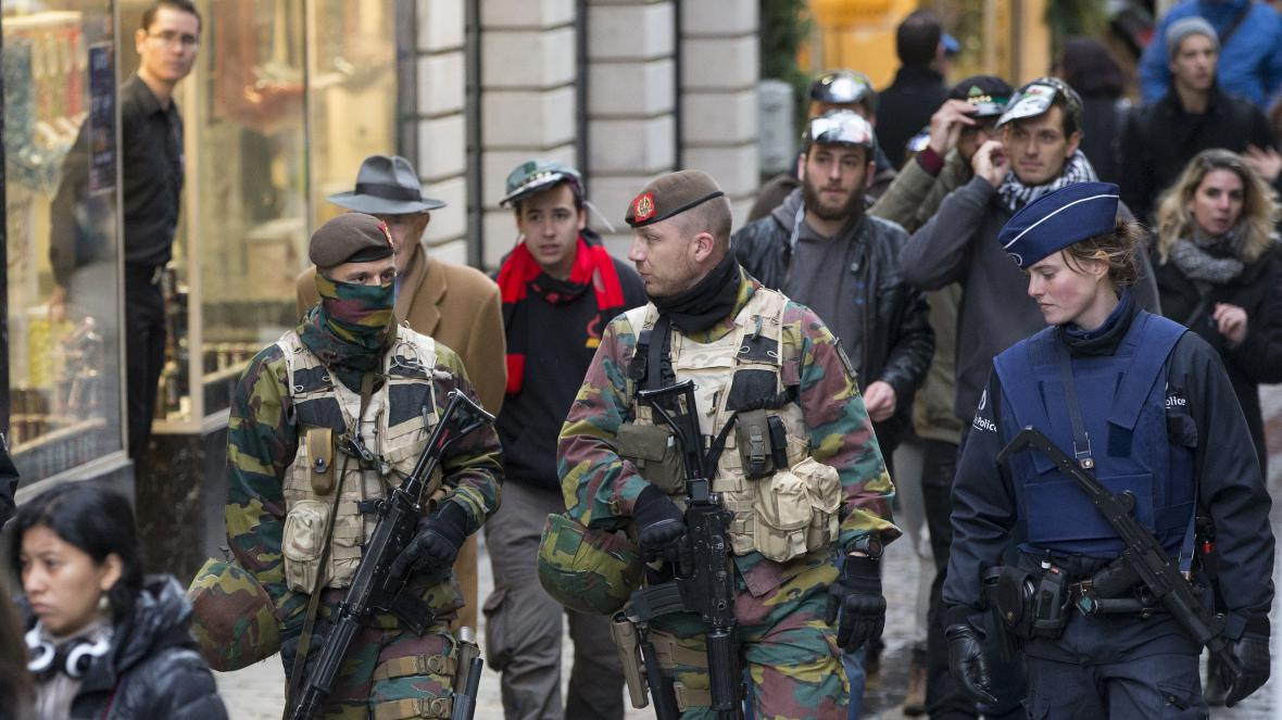 Centrum Bruselu hlídají policisté i vojáci