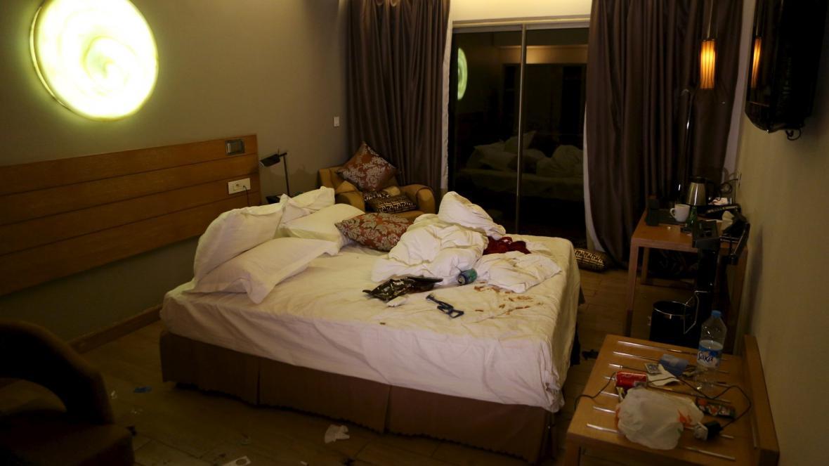 Někteří hosté se zabarikádovali ve svých pokojích