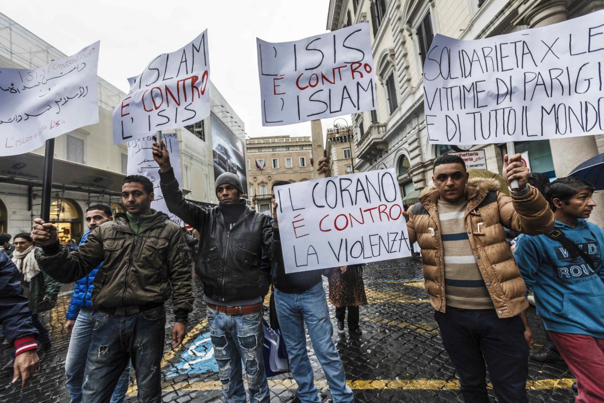 Muslimové v Římě demonstrují proti terorismu