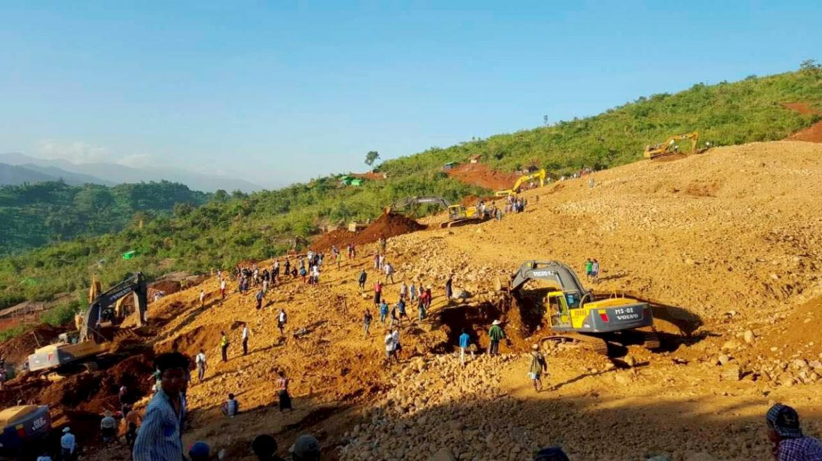 Sesuv půdy u jadeitového dolu v Barmě