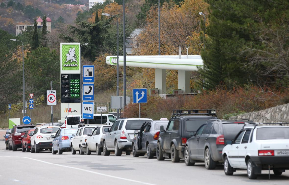 U čerpacích stanic na Krymu se tvoří dlouhé fronty