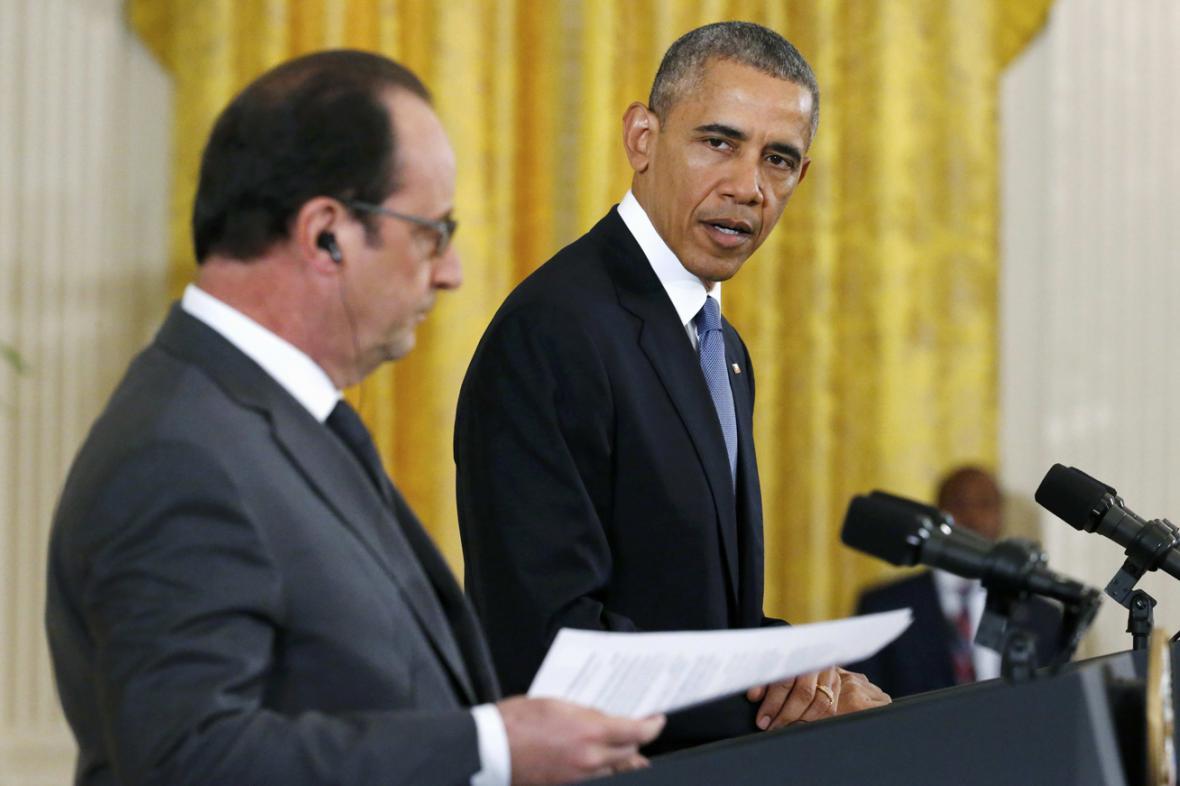 Francois Hollande a Barack Obama na společném brífinku