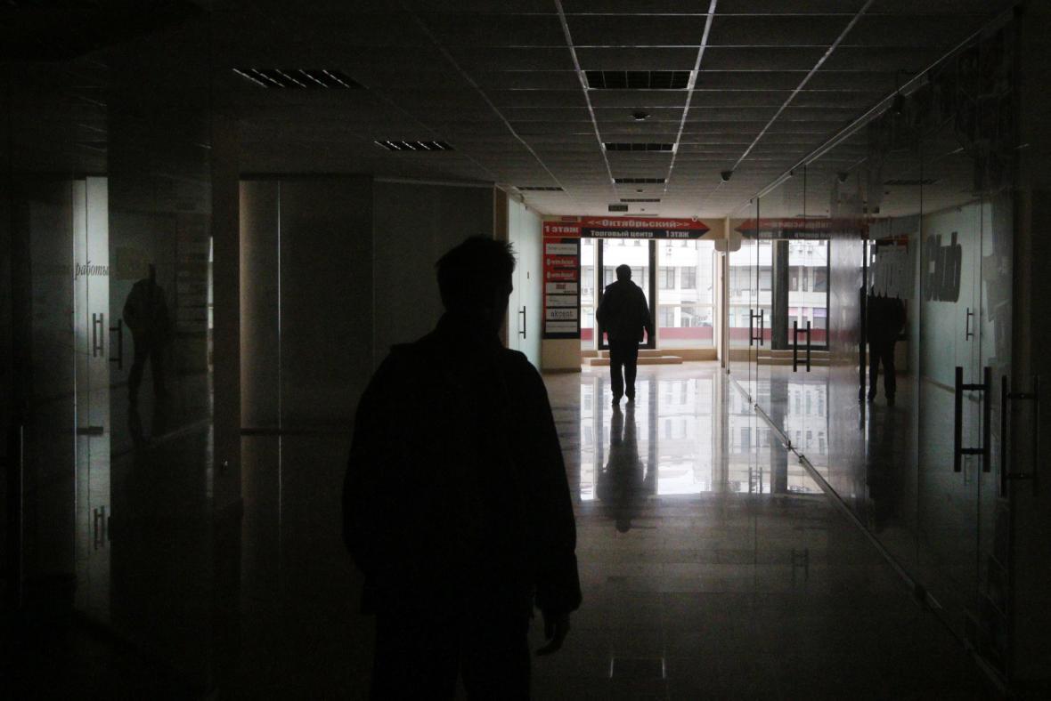 Obyvatelé panelového bytu se musí obejít bez elektřiny