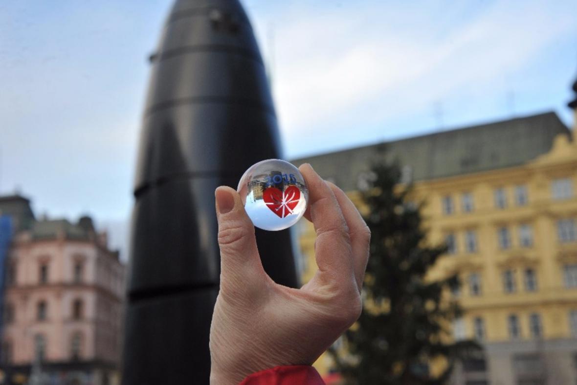 Skleněné kuličky s vánočním motivem pro brněnský orloj