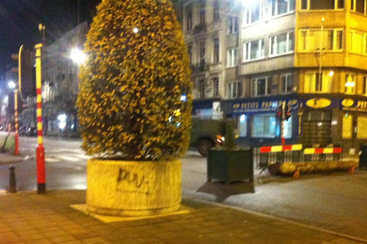 Noční centrum Bruselu v pátek 20. listopadu 2015 okolo jedné hodiny. Snímek pořídila Eva Majerová