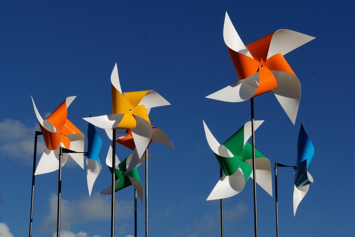 Papírové větrníky coby symbol Pařížské klimatické konference