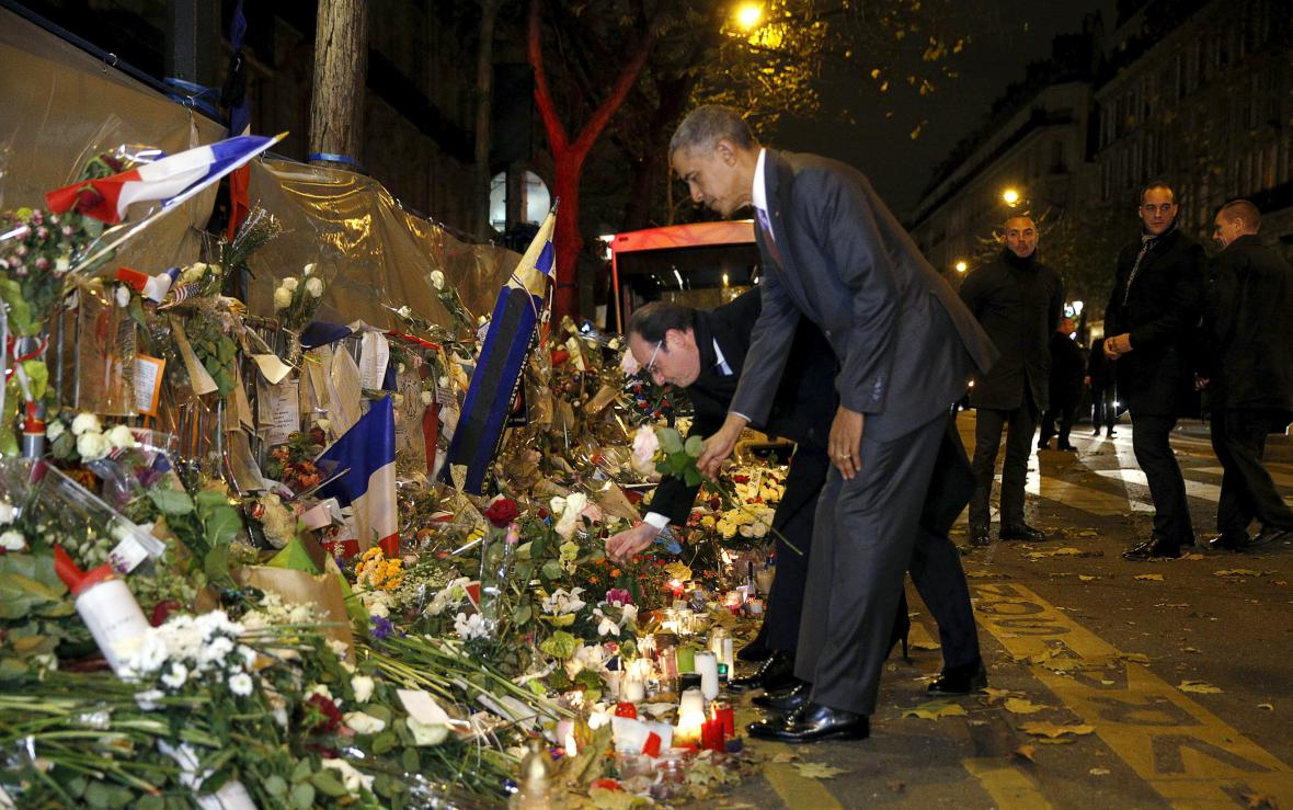 Barack Obama položil květiny u klubu Bataclan