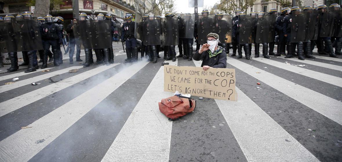 Pařížská demonstrace proti klimatické konferenci