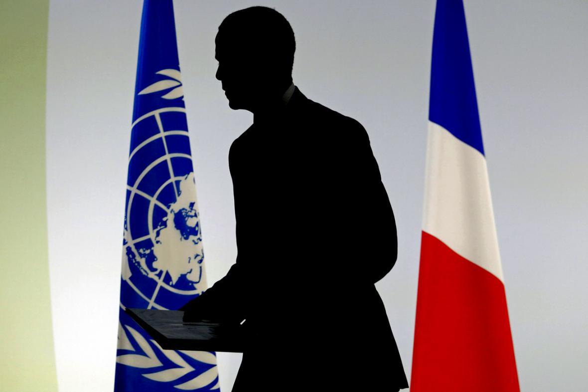 Barack Obama po přednesení úvodního projevu na pařížském summitu ke klimatu