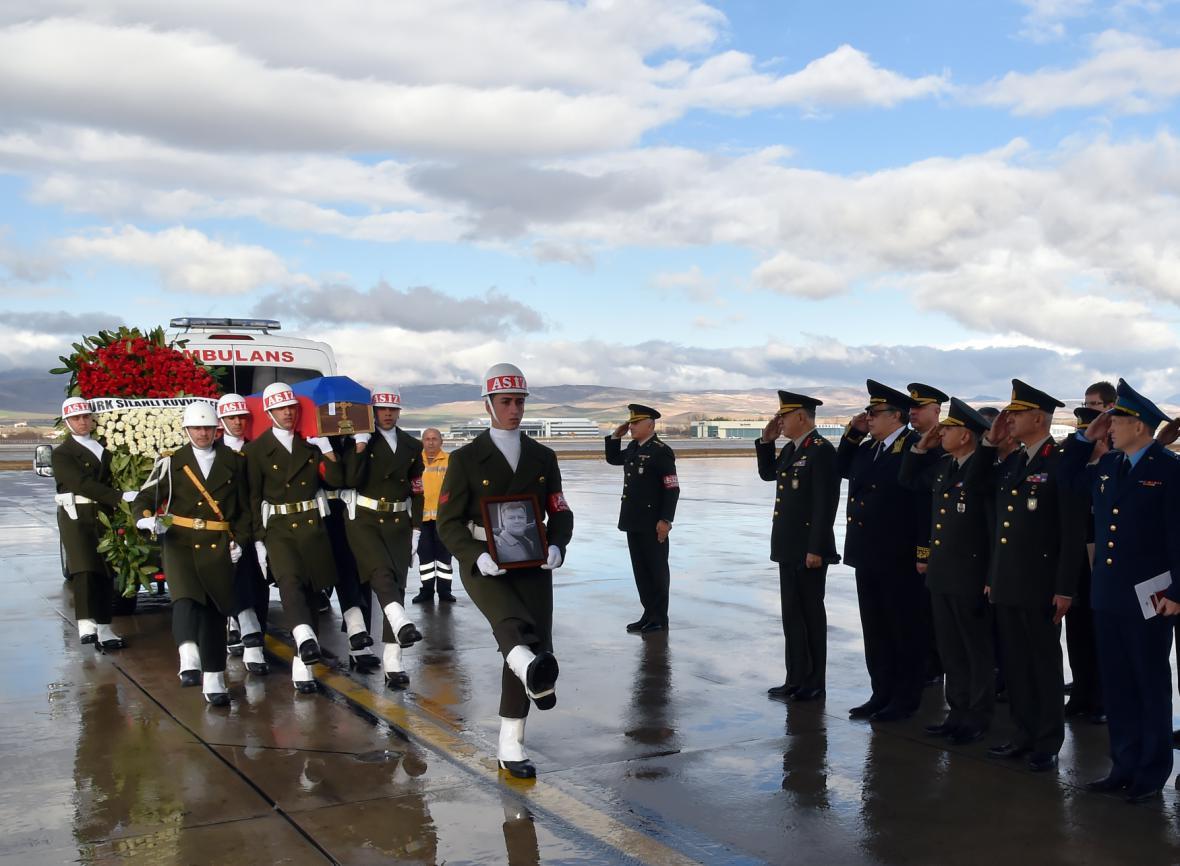 Rakev s mrtvým ruským pilotem