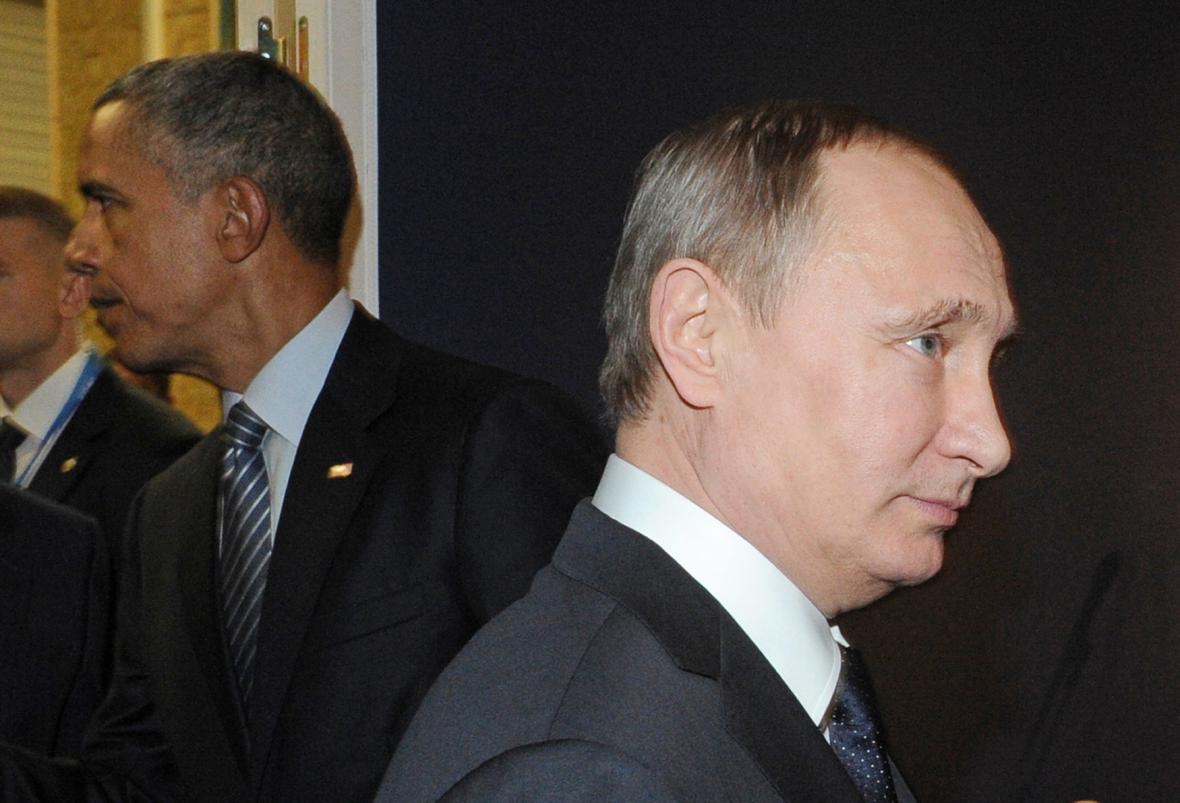 Barack Obama a Vladimir Putin na konferenci v Paříži