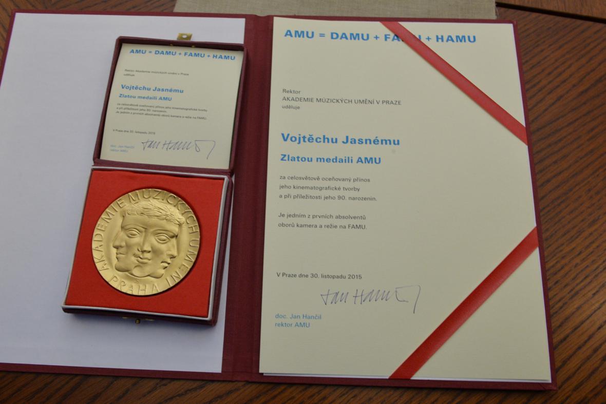 Zlatá medaile Akademie múzických umění