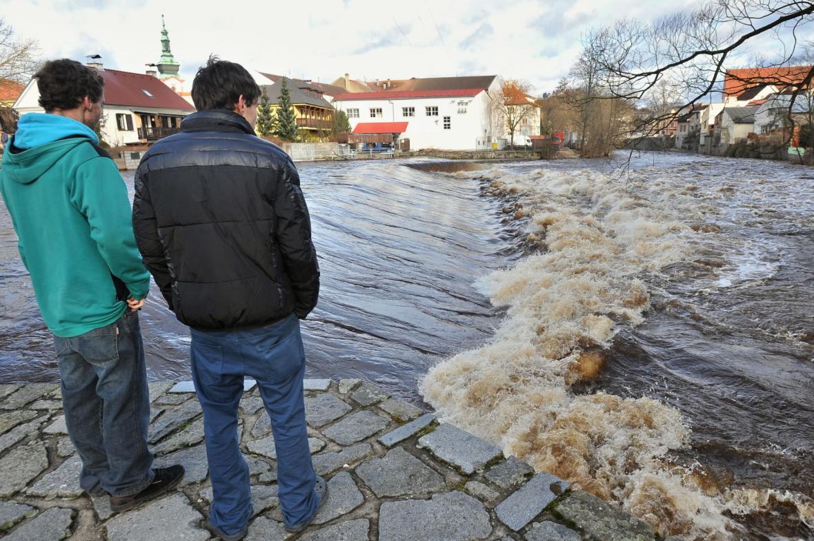 Rozvodněná řeka Otava v Sušici (leden 2015)