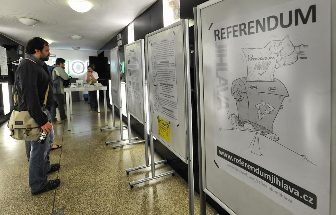 Sběr podpisů pro vyhlášení referenda
