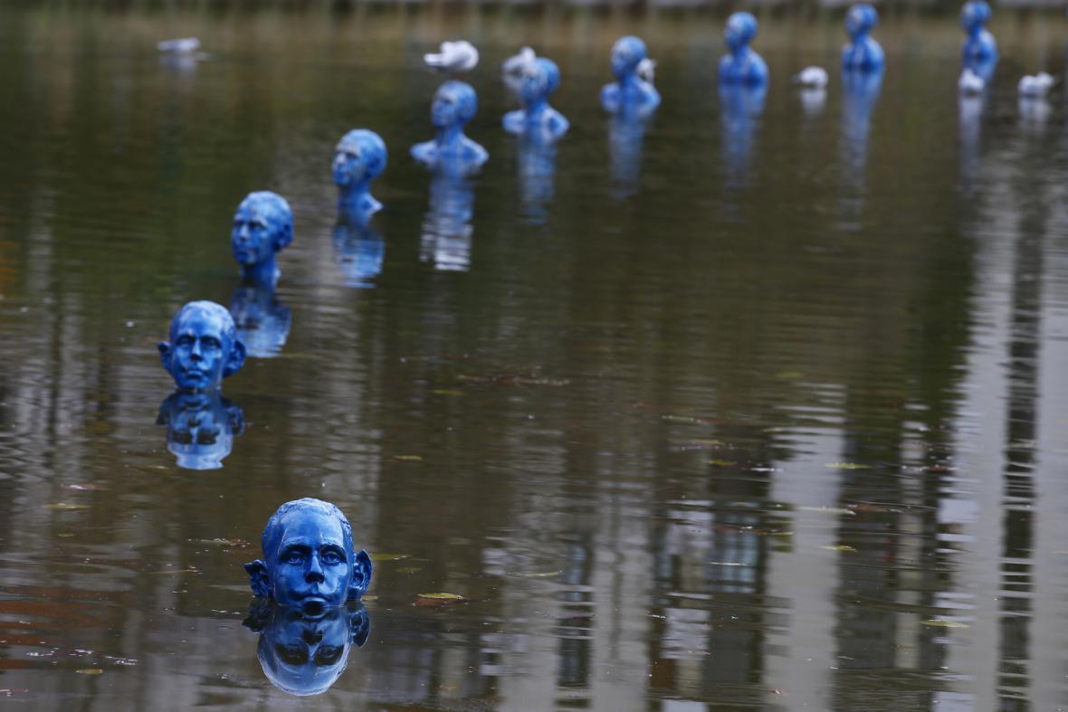Dílo argentinského umělce Pedra Marzoratiho, které upozorňuje na zvedající se hladinu oceánů