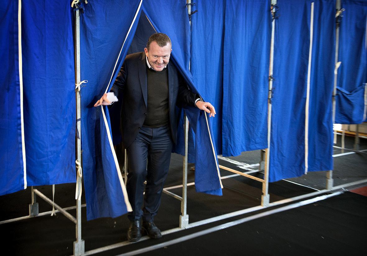 Lars Lökke Rasmussen v hlasovací místnosti