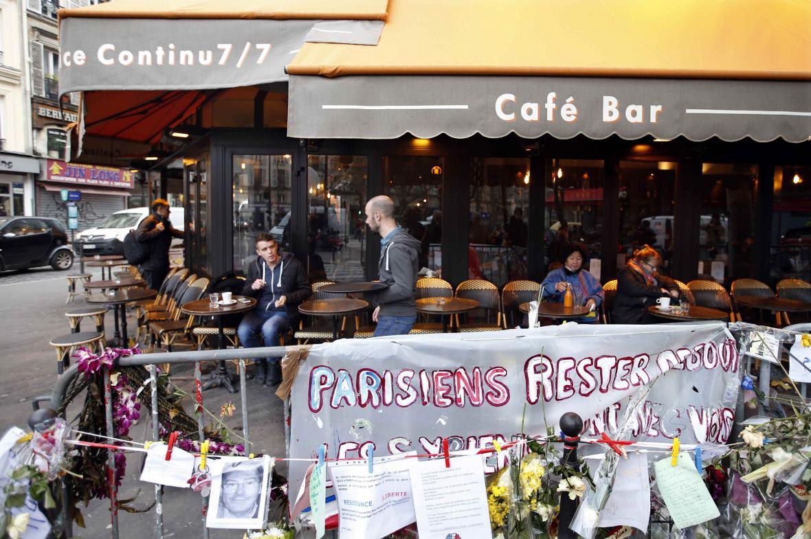 Kavárna La Bone Biere, v níž útočili teroristé, je opět v provozu