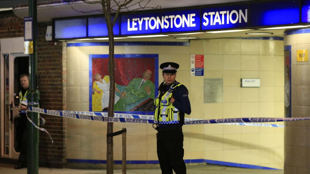 Londýnská stanice metra Leytonstone po napadení nožem