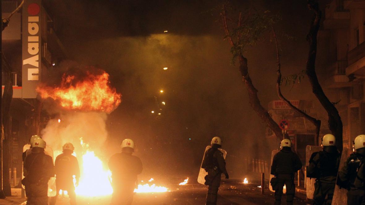 Protesty v Řecku u příležitosti sedmého výročí policejní střelby, jejíž obětí se stal neozbrojený patnáctiletý mladík