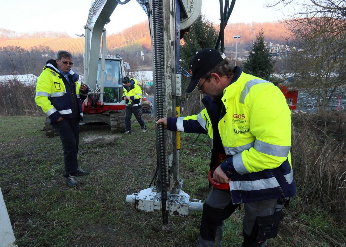 Stavba plotu na rakousko-slovinské hranici