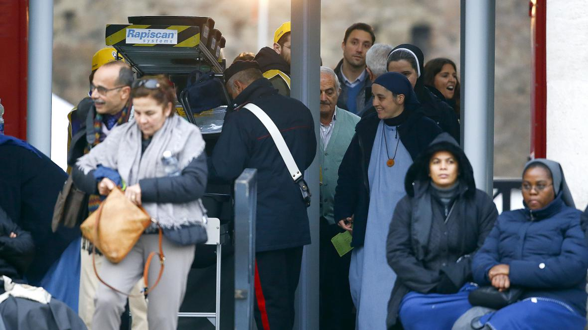 Bezpečnostní kontroly ve Vatikánu