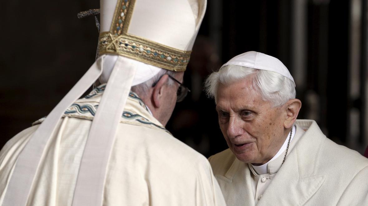 Papež František a emeritní papež Benedikt XVI.