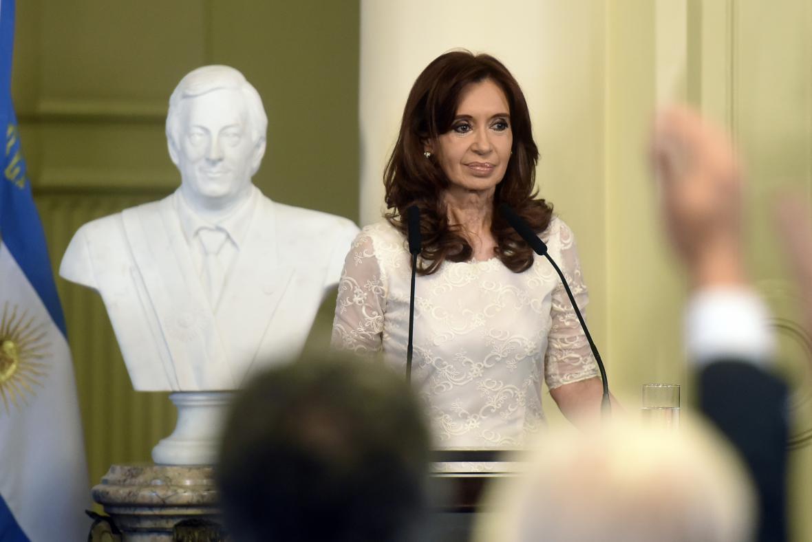 Cristina Fernándezová Kirchnerová odhalila bystu Néstora Kirchnera