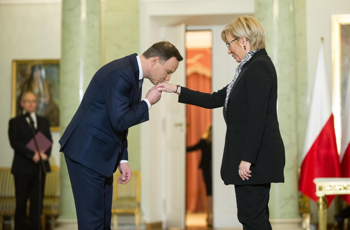 Andrzej Duda jmenoval ústavní soudkyni Julii Przylebskou
