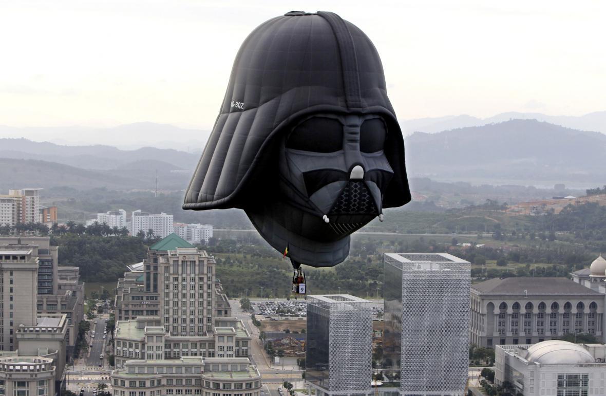 Darth Vader jako nafukovací balon