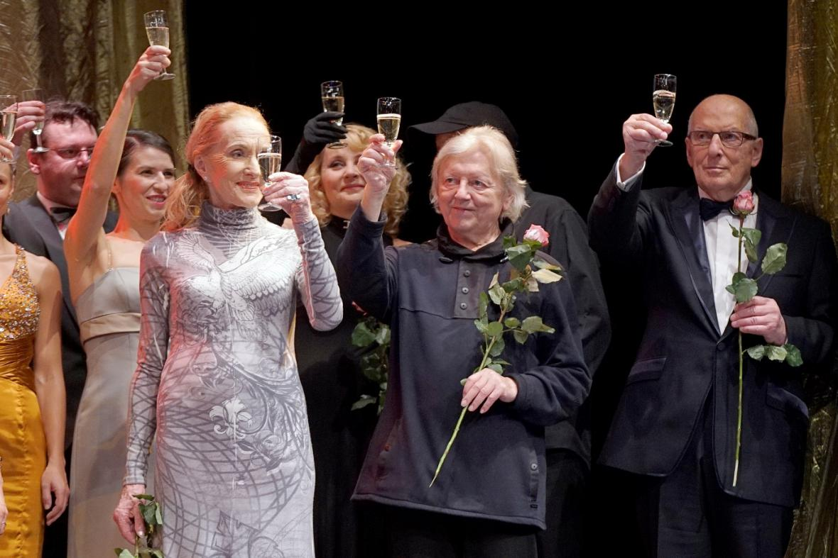 Divadlo Rokoko oslavuje