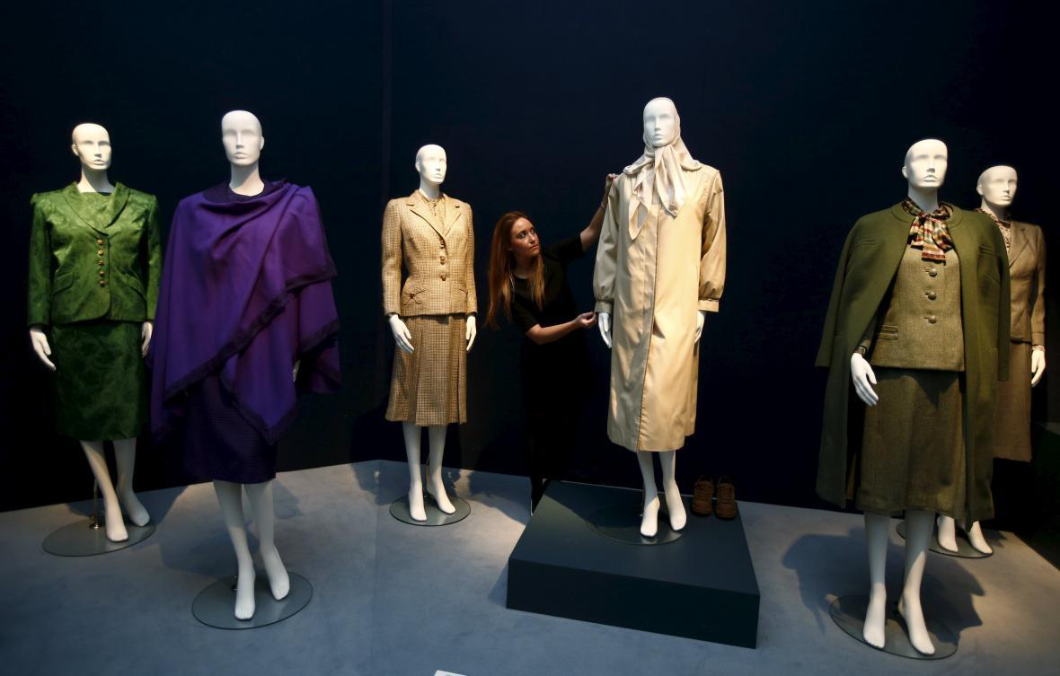 Oblečení Thatcherové jde do dražby